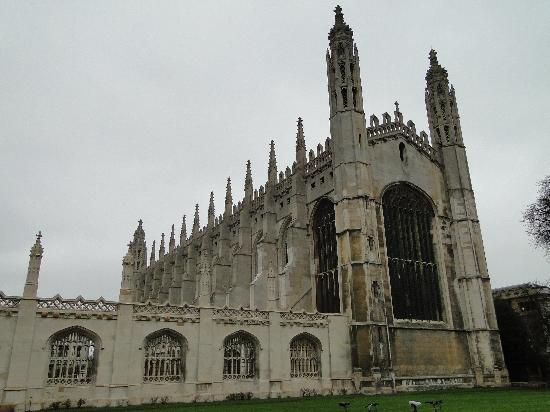 King's College Chapel: Narrow and long building