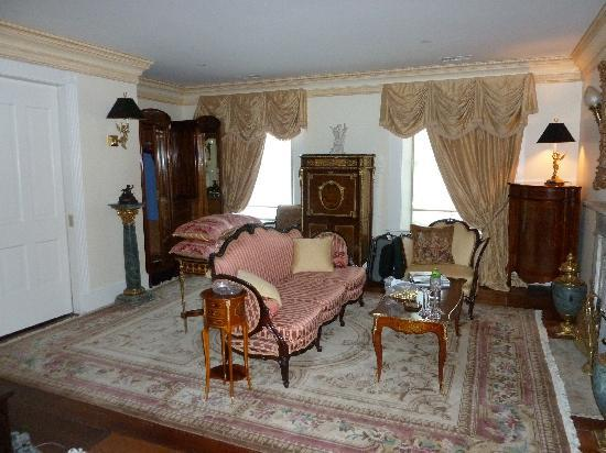 The Annapolis Inn: Sitting room of suite