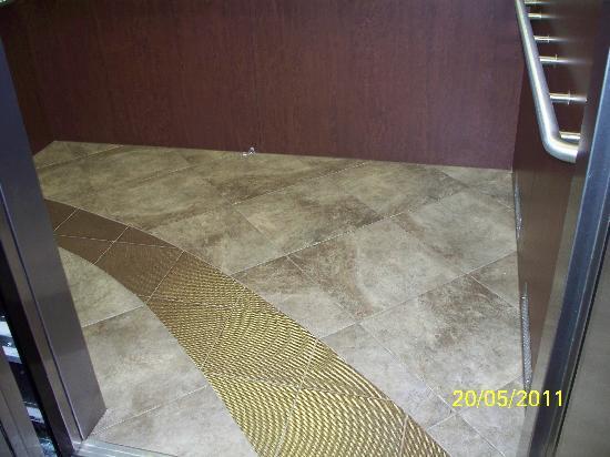 SpringHill Suites Waco Woodway: floor of elevator