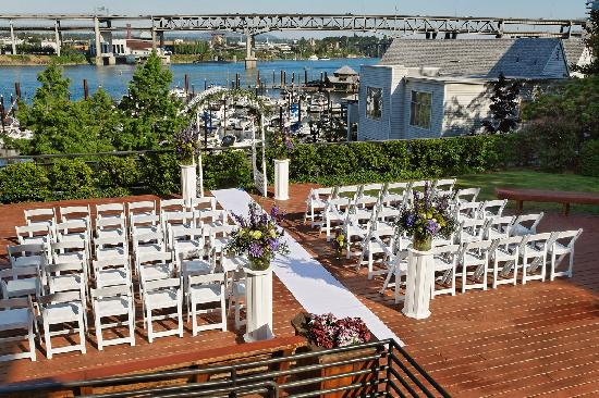 Kimpton RiverPlace Hotel: Courtyard - Wedding