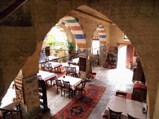 ‪‪Old Greek House Restaurant and Hotel‬: l' atrio e il ristorante‬