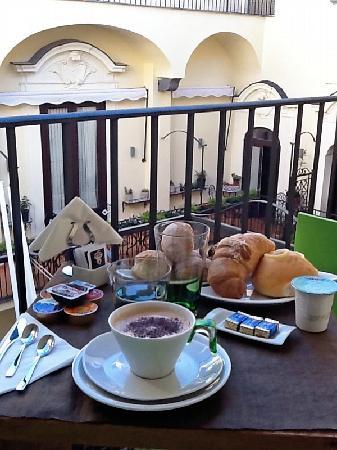 Palazzo Montefusco Sorrento: Breakfast