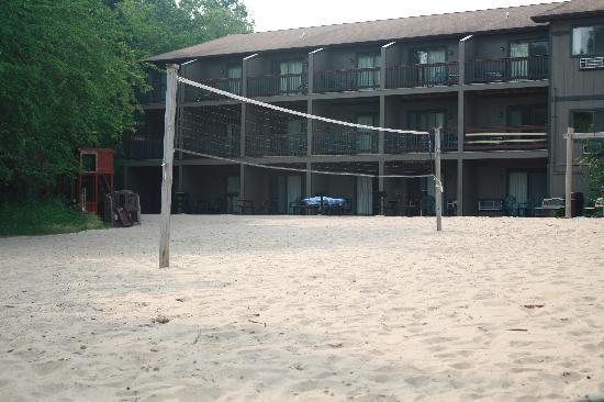 Baker's Sunset Bay Resort: The beach area