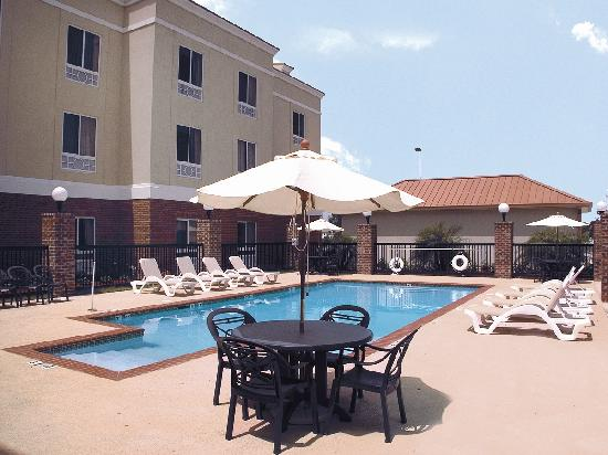 Holiday Inn Express Hotel & Suites Scott - Lafayette West: Seasonal Outdoor Pool