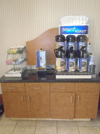 Holiday Inn Express Hotel & Suites Scott - Lafayette West: 24 Hour Complimentary Hot Coffee