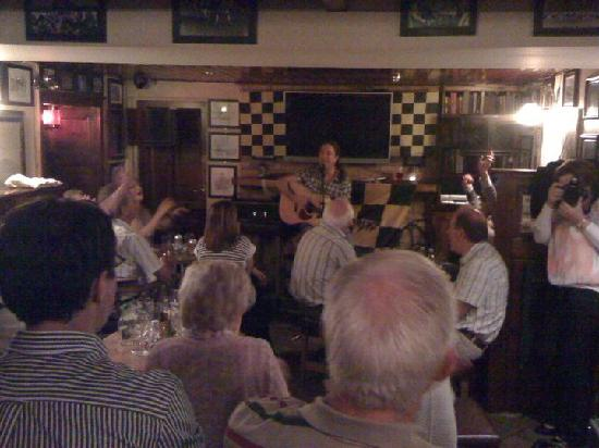 Kells, Irlanda: Thursday night sessions in The Priory Bar