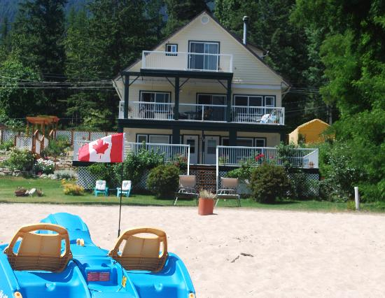 Willow Point Beach House B&B: Relax on the beach