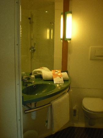 Ibis Barcelona Castelldefels: Bathroom 3rd floor room