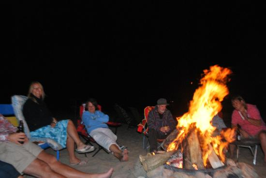 Willow Point Beach House B&B: Enjoy the firepit