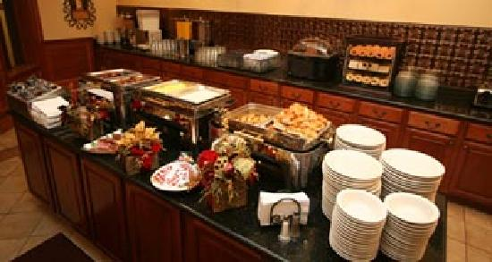 Deluxe Breakfast Buffet - Picture of The Inn at Christmas Place ...
