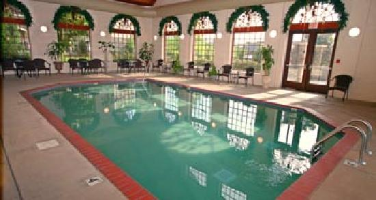 The Inn at Christmas Place: Indoor Pool ~ Open 24 Hours