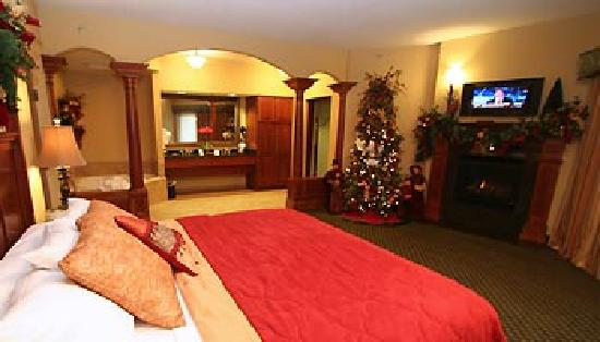 The Inn at Christmas Place: Two Room THemed Suite Bedroom