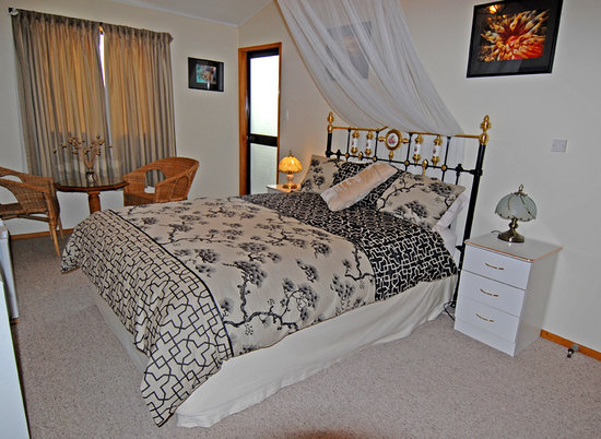 Discover Goat Island Bed & Breakfast: B & B room