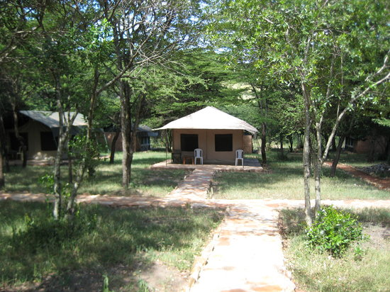 Mara Springs Safari Camp: permanent tents, poured concrete, hot shower, 2 double beds