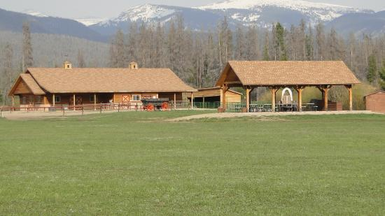 Winding River Resort : Horse Barn, area where they gather for the ice cream social and pancake breakfast