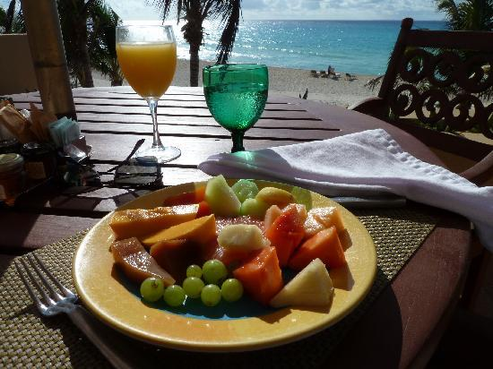 Royal Hideaway Playacar: Breakfast with a view