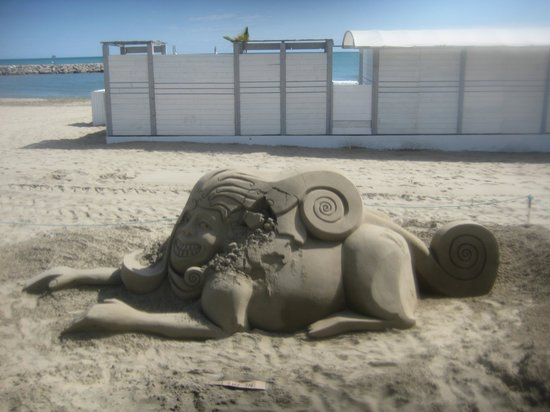Hotel Europe : A masterpiece in trhe sand.