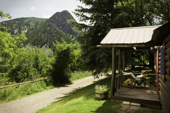 Avalanche Ranch: Mountain Views from Cabin