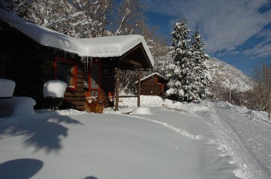 Avalanche Ranch: Cabins in WInter