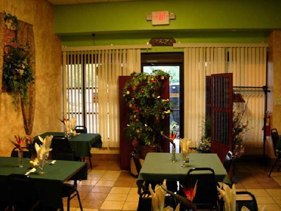 Carmel, IN: Dining room at Thai Castle