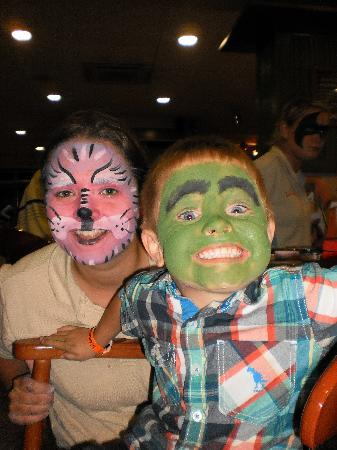 Family Life Avenida Suites: face painting night