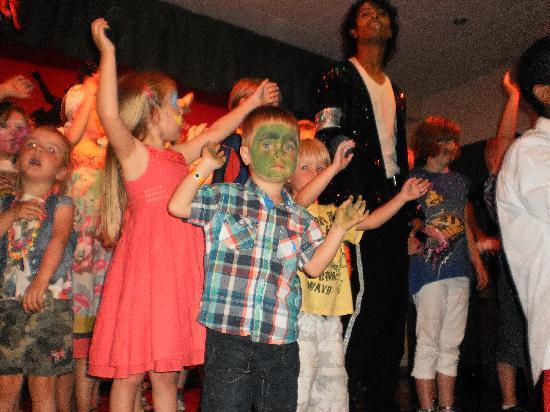 TUI Family Life Avenida Suites : show time with Michael Jackson