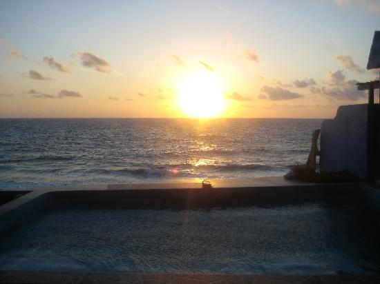 Casa Roca Caribe: Beautiful sunset from the pool