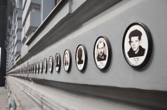 Budapest, Hungría: Victims on the outside Walls