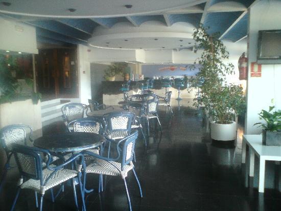 Hotel Ole Galeon Ibiza: The lobby seating area