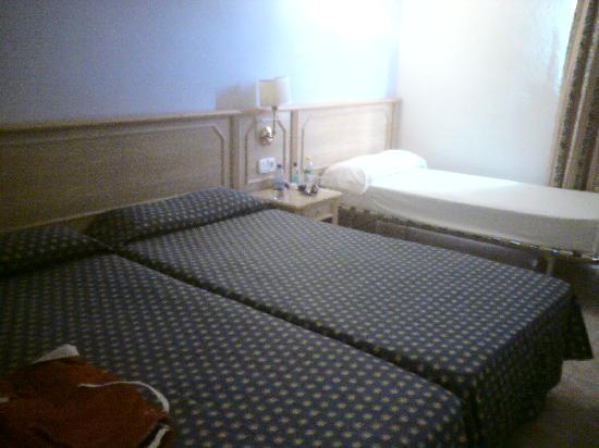 Hotel Ole Galeon Ibiza: Our bedroom