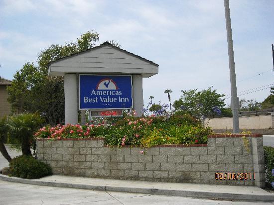 Americas Best Value Inn Oxnard / Port Hueneme: Well kept grounds