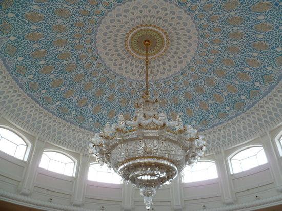 Uzbekistan: Ceiling