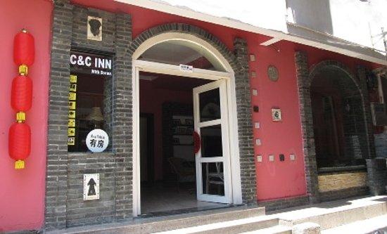 C&C Inn: 门前