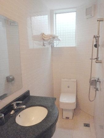 Sishuinianhua Inn : 房间的卫生间