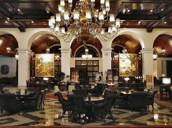 The Manila Hotel: Partial view of the Lobby