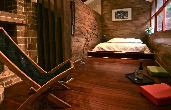 Great Wall Box House (Beijing) : double room with private garden