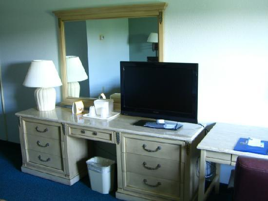 Comfort Inn Conference Center: TV
