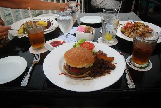 Morgan's Harbour : The jerk burger with brie
