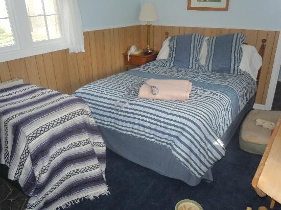 Edgewater Inn & Cottages: Our Cottage #2