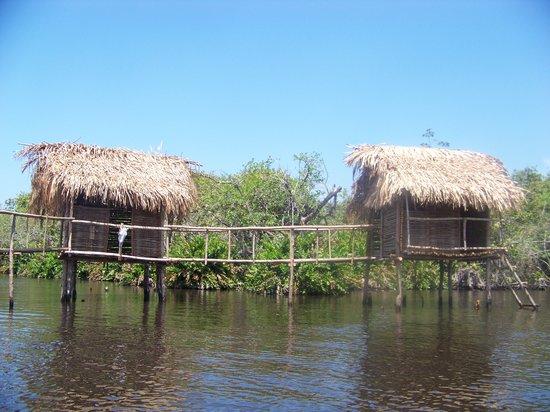 San Blas, เม็กซิโก: casitas sobre el rio