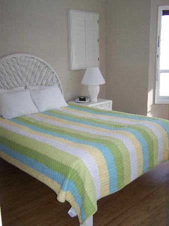 Crystal Pier Hotel & Cottages : bedroom