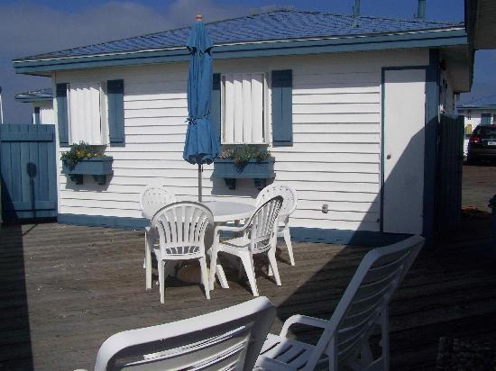 Crystal Pier Hotel & Cottages: deck with patio table