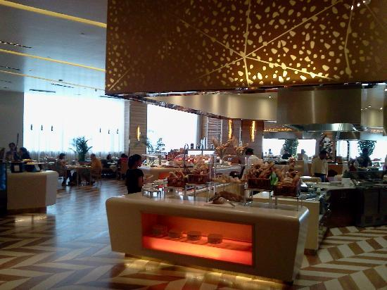 Sheraton Grand Bangalore Hotel at Brigade Gateway: Restaurant
