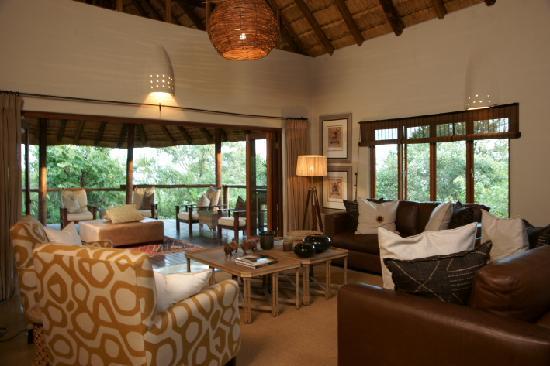 Impodimo Game Lodge: Lodge lounge