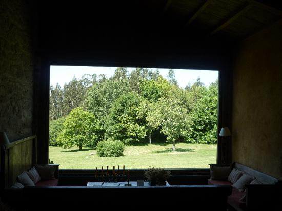 Casa do Castelo de Andrade: splendida vetrata in soggiorno