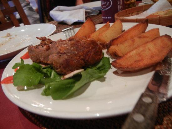 Yutz Place Restaurant: 厚さ5cm以上のヒレステーキ。