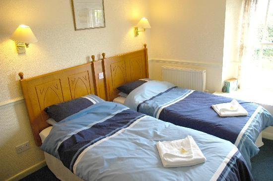 Red Lion Inn: en-suite twin room TV and tea/coffee facilites,lovely views over open countryside