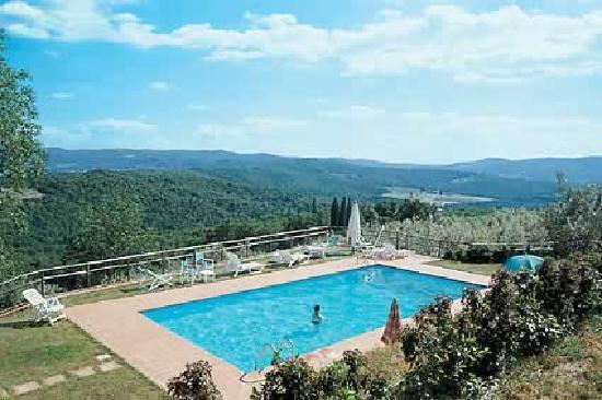 La piscina del castello di montozzi foto di castello di - Piscina pergine orari ...