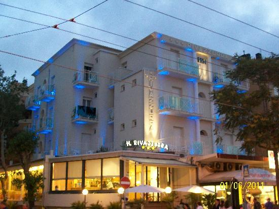 Hotel Rivazzurra Rimini: esterno asll'imbrunire