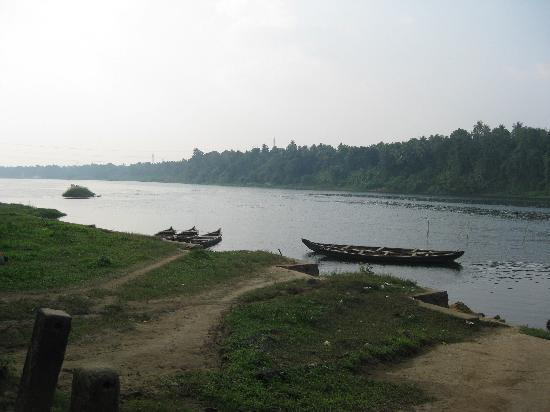 Thani Illam: The river at the end of the street